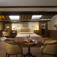 Hotel Pantheon Guestroom