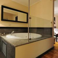SuiteDreams Jetted Tub