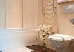 Platinum Hotel - คีชีเนา - ห้องน้ำ
