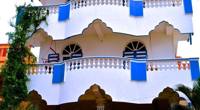 Aadhaar Guest House - Puducherry - Building