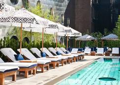 Dream Downtown - นิวยอร์ก - สระว่ายน้ำ