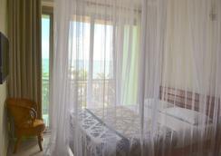 Acacia Beach Hotel - เอนเทบเบ - ห้องนอน
