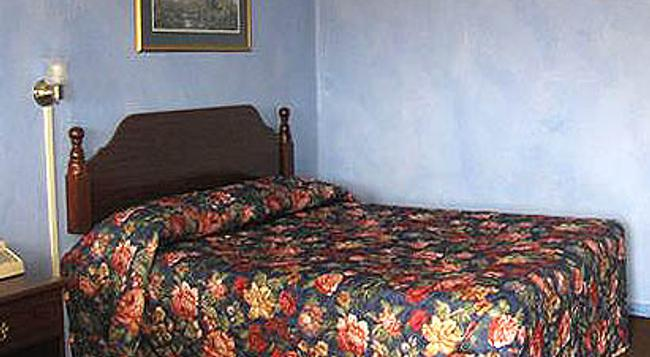 Palace Inn - Des Moines - Bedroom