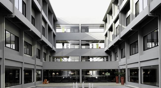 S Ratchada Leisure Hotel - Bangkok - Building