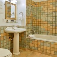 Le Saint-Pierre, Auberge Distinctive Bathroom
