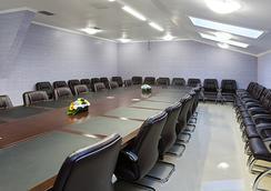 More - ตูย์เมน - ห้องประชุม
