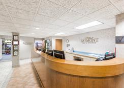 Baymont Inn & Suites Des Moines Airport - ดิมอยน์ - ล็อบบี้