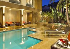 Courtyard by Marriott San Diego Mission Valley Hotel Circle - ซานดีเอโก - สระว่ายน้ำ