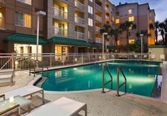 Courtyard by Marriott Orlando Downtown - ออร์แลนโด - สระว่ายน้ำ