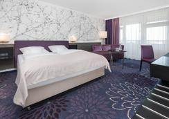 SI-Suites - สตุตการ์ต - ห้องนอน