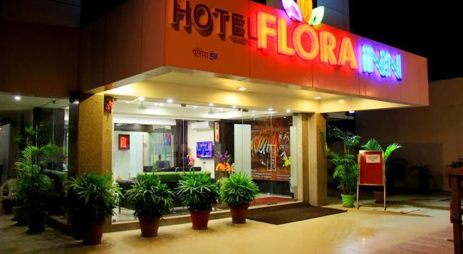 Hotel Flora Inn - Airport - Nagpur - Building