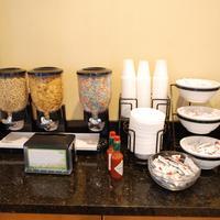 Stanford Inn & Suites Anaheim Breakfast Area