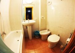 Hostal Escapa-T - ซาลามันกา - ห้องน้ำ