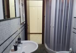 Karoline Affittacamere - โรม - ห้องน้ำ