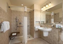 Hotel Versey - Days Inn Chicago - ชิคาโก - ห้องน้ำ