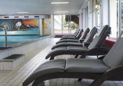 Wyndham Garden Kassel - คัสเซิล - สระว่ายน้ำ
