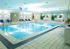 Holiday Inn Berlin - City West - เบอร์ลิน - สระว่ายน้ำ