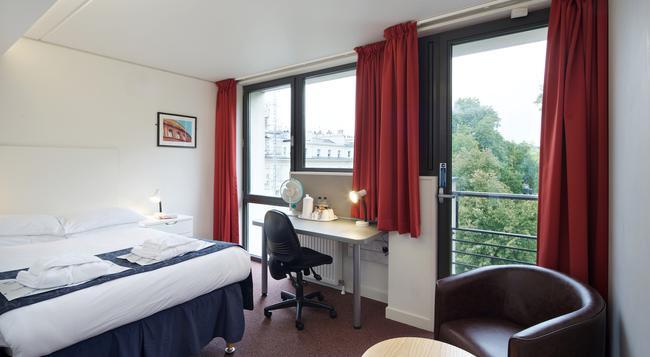 Princes Gardens - London - Bedroom