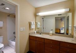 Hawthorn Suites by Wyndham Airport Columbus East - โคลัมบัส - ห้องน้ำ
