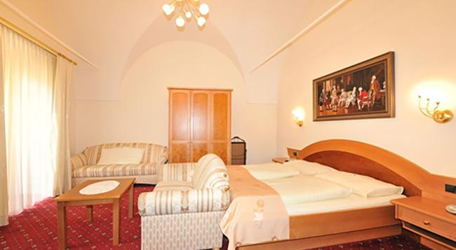 Hotel Goldener Brunnen - Klagenfurt - Bedroom