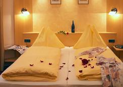 Hotel Goldener Brunnen - คลาเกนเฟิร์ต - ห้องนอน