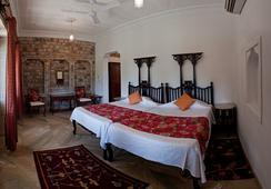 Neemrana's - Deo Bagh - Gwalior - ห้องนอน
