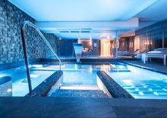 Balthazar Hotel & Spa Rennes - MGallery by Sofitel - รีนส์ - สระว่ายน้ำ