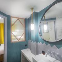 Handsome Hotel By Elegancia Bathroom