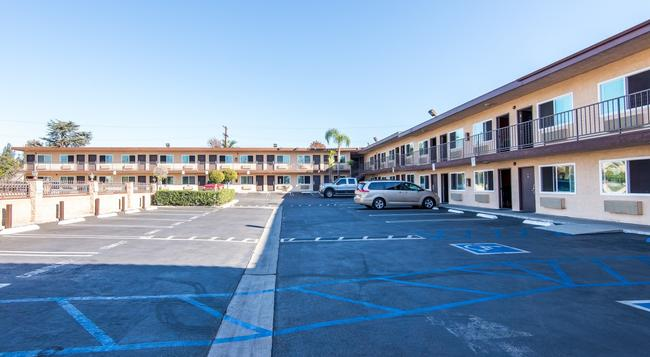 Sea Rock Inn LA - Los Angeles - Building