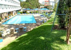 Sentrim Boulevard Hotel - ไนโรบี - สระว่ายน้ำ