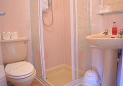 The Arncliffe Hotel - แบล็คพูล - ห้องน้ำ