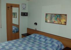 Hotel Niagara Rimini - ริมินี - ห้องนอน