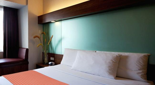 Microtel Inn & Suites By Wyndham General Santos - General Santos - Bedroom