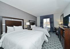Hampton Inn & Suites Greensboro/Coliseum Area, NC - กรีนสโบโร - ห้องนอน