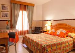 Hotel Montana - โรสเซส - ห้องนอน