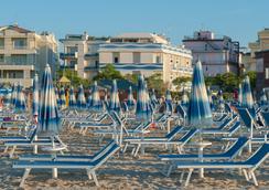 Hotel Corinna - ริมินี - ชายหาด