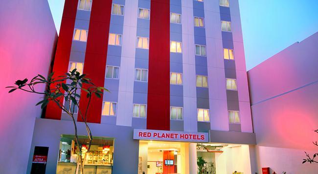 Red Planet Pasar Baru - Jakarta - Building