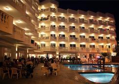 Hotel Bernat II - คาเลลล่า - สระว่ายน้ำ