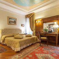 Daniel's Hotel Guestroom