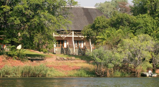 Chobe Safari Lodge - Kasane - Building