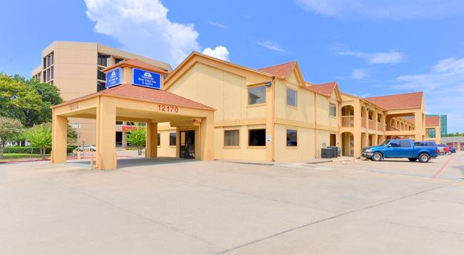 Americas Best Value Inn & Suites-Houston/NW Brookhollow - Houston - Building