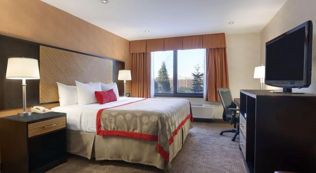 Ramada Plaza Newark Liberty International Airport - Newark - Bedroom