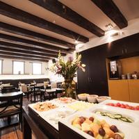 Dikker & Thijs Hotel Breakfast Area