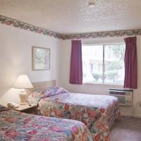 California Suites Hotel Guestroom