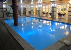 Vera Hotel - แอนเจลิส ซิตี้ - สระว่ายน้ำ