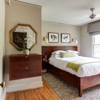 Oakhurst Inn Guestroom