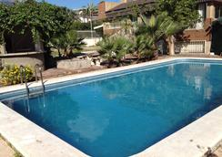 Villa de los Suenos - เบนิดอร์ - สระว่ายน้ำ