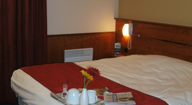 Brit Hotel Nantes Beaujoire - L'Amandine - Nantes - Bedroom