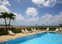 Holiday Resort & Spa Guam - ตามูนิง - สระว่ายน้ำ