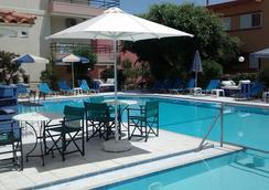 Dimitra & Evdokia Hotel - คาเนีย (ครีต) - สระว่ายน้ำ